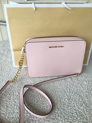 Authentic Michael kors crossbody for Sale in Lakewood, WA