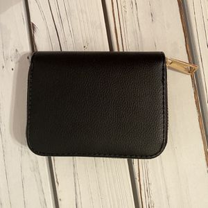 New Black Small Wallet With Zipper for Sale in Prospect Heights, IL