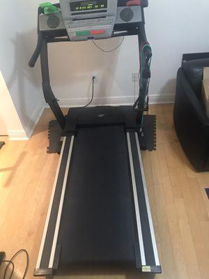 Treadmill Nordictrak e3200 for Sale in Miami, FL
