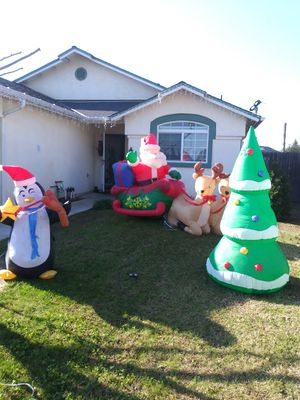 Penguin-Tree Inflatable + Santa Slegh Inflatable for Sale in Sanger, CA