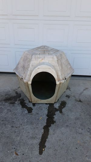 Med/Large Dog House! for Sale in Fresno, CA