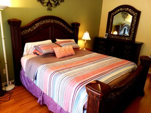 King bed and dresser (price reduced) for Sale in Chandler, AZ