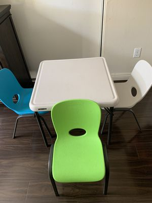 Kids table and chairs excellent condition!! for Sale in Santa Ana, CA