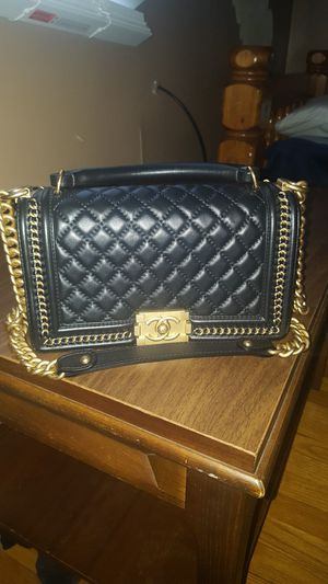 Chanel Caviar Shoulder Bag for Sale in Chicago, IL
