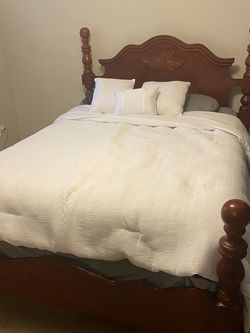 Queen Bed Set W/ Night Stand & Dresser for Sale in Portland,  OR