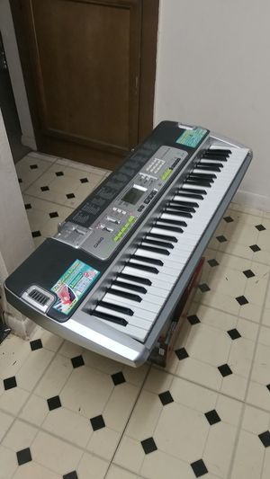 61 KEY CASIO PIANO KEYBOARD. LK 200S. WITH SD CARD SLOT FOR RECORDING. IN EXCELLENT WORKING CONDITION. MISSING THE ADAPTER CORD for Sale in Dallas, TX