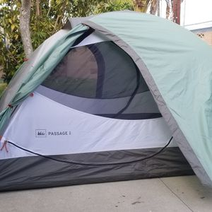 REI Passage 2 Persons Tent With Footfrint And REI Radiant 0° Down sleeping Bag Combo for Sale in Garden Grove, CA
