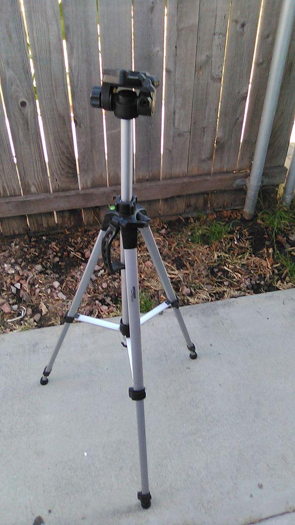 Amazon basics camera tripod