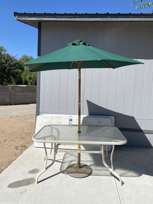 Patio table with umbrella for Sale in LOS RNCHS ABQ, NM