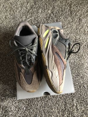 Yeezy Mauve 700s for Sale in Phoenix, AZ