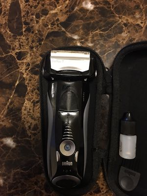 Braun electric shaver for Sale in NO POTOMAC, MD