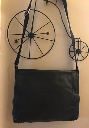 Authentic Black TUMI leather Messenger bag for Sale in Long Beach, CA