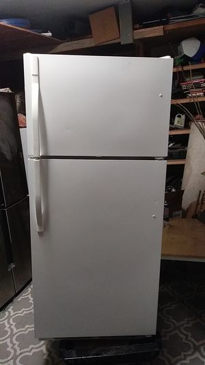 This is a Kenmore refrigerator in excellent condition for Sale in Salt Lake City, UT