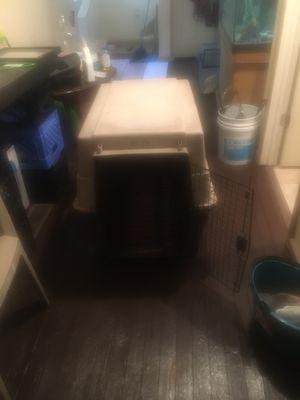 Dog kennel for med-lrg dog for Sale in Cleveland, OH