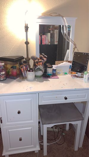 Makeup Vanity for Sale in Poinciana, FL