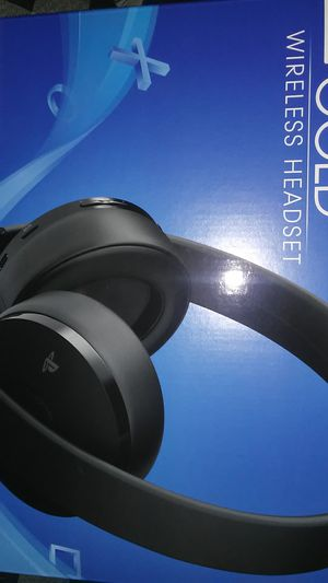 Playstation Gold Wireless Headset for Sale in San Bernardino, CA