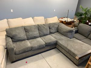 Grey Sectional Couch for Sale in Los Angeles, CA