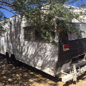 30 Ft Trailer For Trade For A Inclosed 8 Or 10 Ft Trailer Ok Let Me No What U Go Inclosed Trailer Only ! Ok for Sale in Las Vegas, NV
