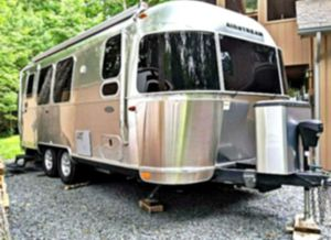 Polished Rear Bumper 2O16 Airstream 🍾 for Sale in Braddock Heights, MD