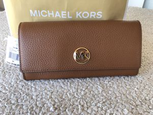 Large Michael kors wallet authentic for Sale in Tacoma, WA