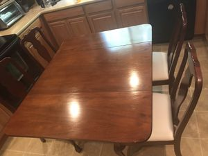 """Beautiful Dining Room Fold Down Table and Padded Chairs 54"""" x 42"""" x 30"""" for Sale in Lexington, SC"""