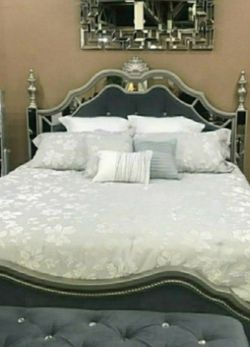 Sterling Silver Mirrored Poster Bedroom Set byCrown Mark🗨️New 💐 for Sale in Greenbelt,  MD