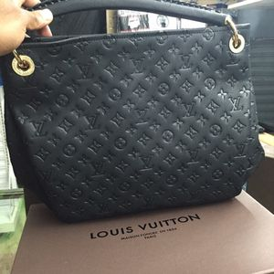 Official Louis Vuitton bag for Sale in Cleveland Heights, OH