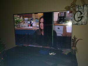 FREE Samsung 65in Smart TV, Cracked LED screen for Sale in Dade City, FL