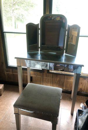 Mirrored vanity desk for Sale in Murfreesboro, TN