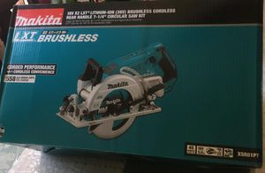 Makita 18-Volt X2 LXT 5.0Ah Lithium-Ion (36-Volt) Brushless Cordless Rear Handle 7-1/4 in. Circular Saw Kit brand new for Sale in Los Angeles, CA