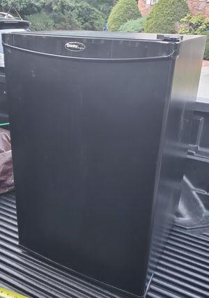Mini fridge. Working good. for Sale in Southborough, MA