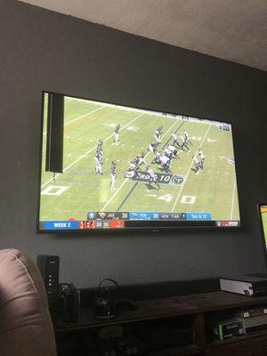 """Damaged Samsung 65"""" Smart 4k TV for Sale in Kirkland, WA"""