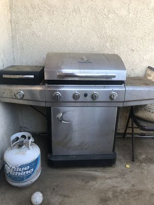 Charbroil BBQ grill with propane for Sale in Palmdale, CA