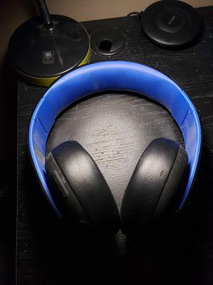 Ps4 gold wireless head set for Sale in Everett, WA