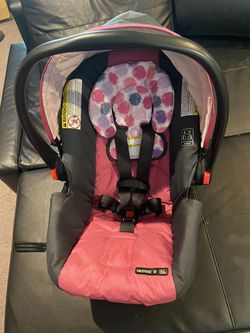 Graco snugride 30 Infant Car Seat for Sale in Renton, WA