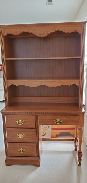 Student desk with hutch. for Sale in Frederick, MD
