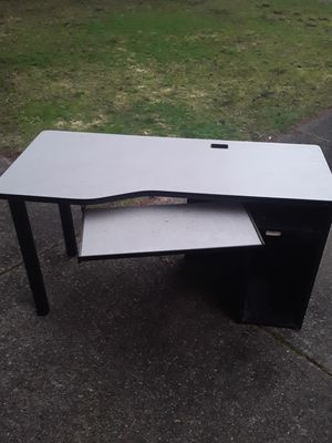 Free Computer desk for Sale in BETHEL, WA