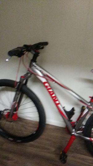 29 inch giant mountian bike for Sale in Phoenix, AZ