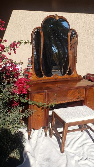 Vintage vanity with a mirror and stool. for Sale in Phoenix, AZ