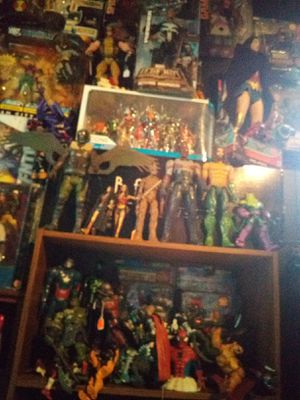 MARVEL LEGENDS AND DC FIGURES NEW AND USED START AT 8 AND UP ALOT COMPLETE OVER 300 FIGS for Sale in Newark, OH
