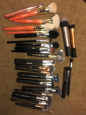 28 new and used makeup brushes for Sale in HUNTINGTN BCH, CA