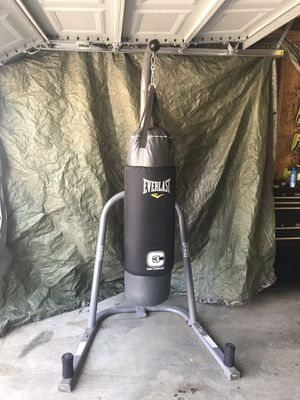 Everlast C3 Foam Technology 100 lbs Punching Bag w/ Coordinating Stand for Sale in Murfreesboro, TN