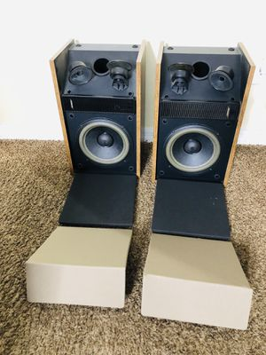 Bose 301 Series II Direct Reflecting Speakers missing one plastic grill part for Sale in Tampa, FL