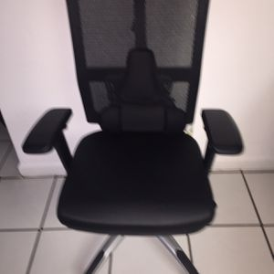 Very Elegant Executive Office Chair $ 160 for the purchase Fellowes Microban gift for the chair for Sale in Fort Lauderdale, FL