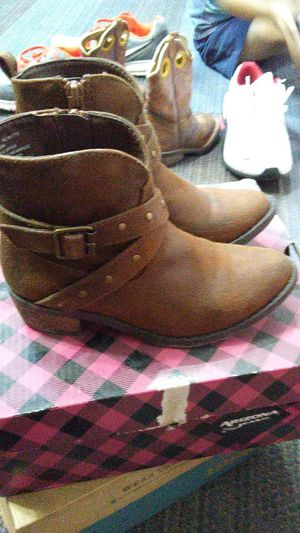 Girl boots for Sale in Weslaco, TX