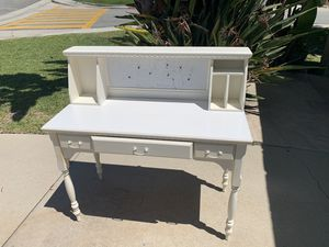 Desk and chair set with hutch for Sale in Diamond Bar, CA