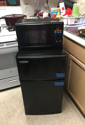 Nice mini fridge and microwave combo for Sale in Long Beach, CA