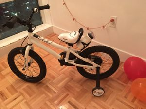 """16"""" kids bike with training wheels and kickstand for Sale in Jersey City, NJ"""