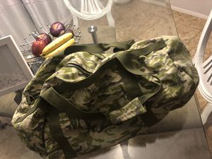 Camo duffle bag for Sale in Phoenix, AZ