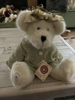 """Boyds Bears """"Ashlyn Bloomengrows"""" Plush Bear W/Green Sweater 12"""", with Tag. for Sale in Peyton,  CO"""